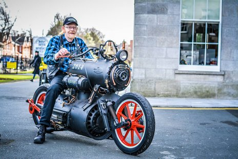 Parowy motocykl Black Pearl i jego konstruktor, Rene van Tuil