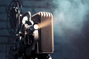 Zdjęcie [url=http://www.shutterstock.com/pic-92369311/stock-photo-photo-of-an-old-movie-projector.html]projektora[/url] pochodzi z serwisu shutterstock.com