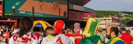 Zdjęcie [url=http://www.shutterstock.com/pl/pic-218490094/stock-photo-katowice-poland-september-polish-and-brazilian-fans-watch-brazil-vs-france-match-on.html?src=CBk7jn77Y8dh2Kd51voAKQ-1-13]kibiców[/url] pochodzi z serwisu shutterstock.com