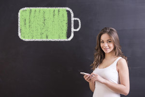[url=http://www.shutterstock.com/pl/pic-258811583/stock-photo-smiling-young-woman-with-smartphone-and-full-battery-is-drawing-chalk-on-blackboard.html?src=jDMiE10rva82MCib5vTzvQ-1-82]Bateria smartfona[/url]