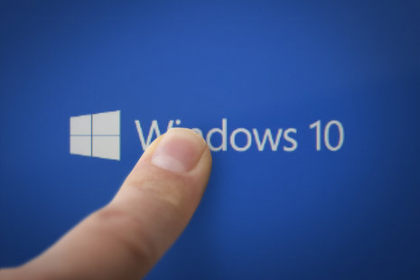 Zdjęcie [url=http://www.shutterstock.com/pl/pic-293983433/stock-photo-kazan-russia-june-the-finger-on-the-screen-of-the-tablet-launches-windows.html?src=HJvcRHB4x0VNJ-p0CTvtUw-1-1]windows 10[/url] pochodzi z serwisu shutterstock.com